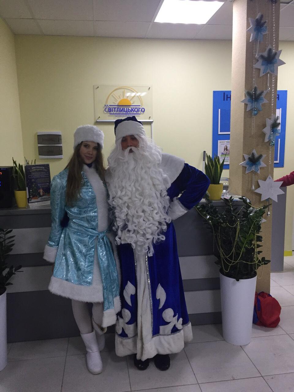 Дед Мороз и Снегурочка поздравили малышей ЖК «На Светлицкого, 35» с новогодними праздниками
